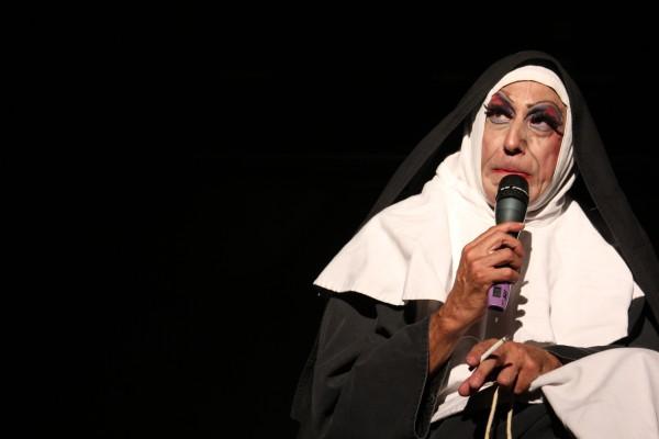 """""""Irmã Selma e o seu terço insano"""""""