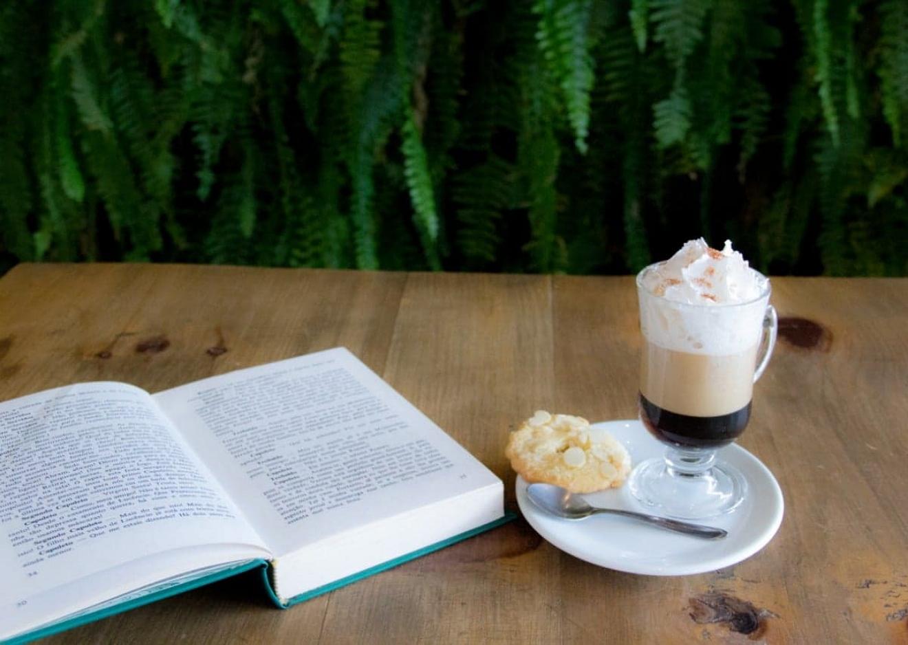 Um livro por um café