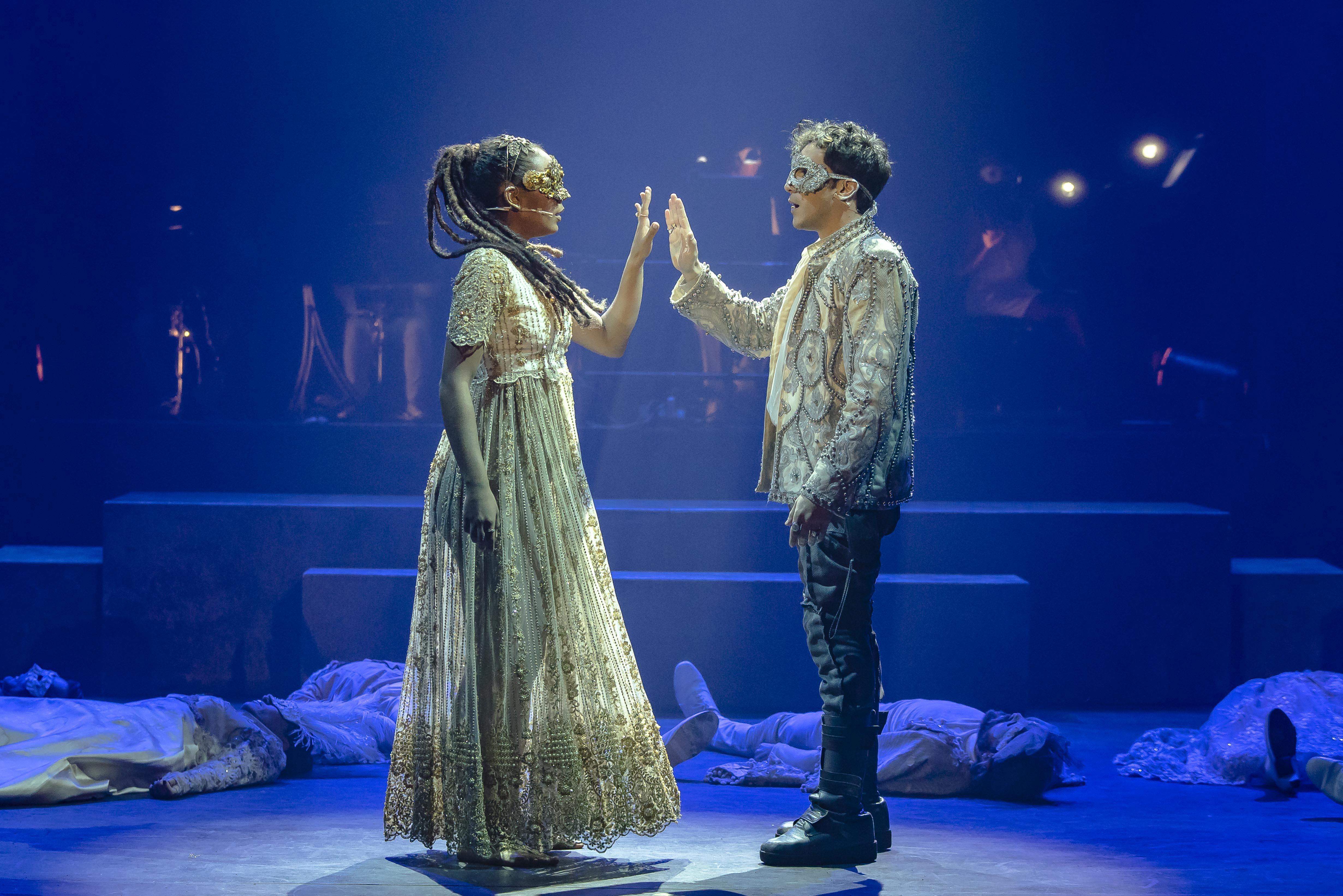 PROMOÇÃO: Romeu & Julieta ao Som de Marisa Monte