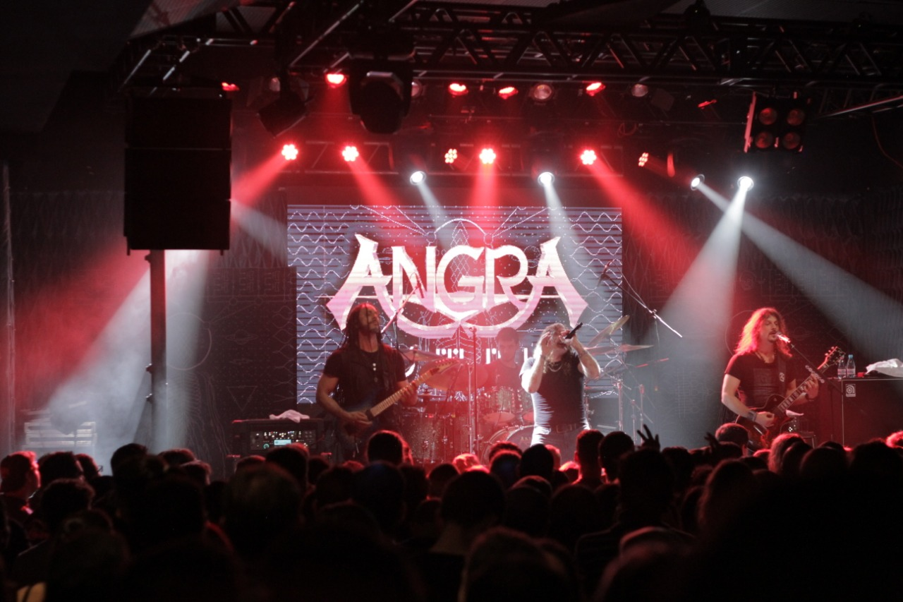 A energia intimista do Angra