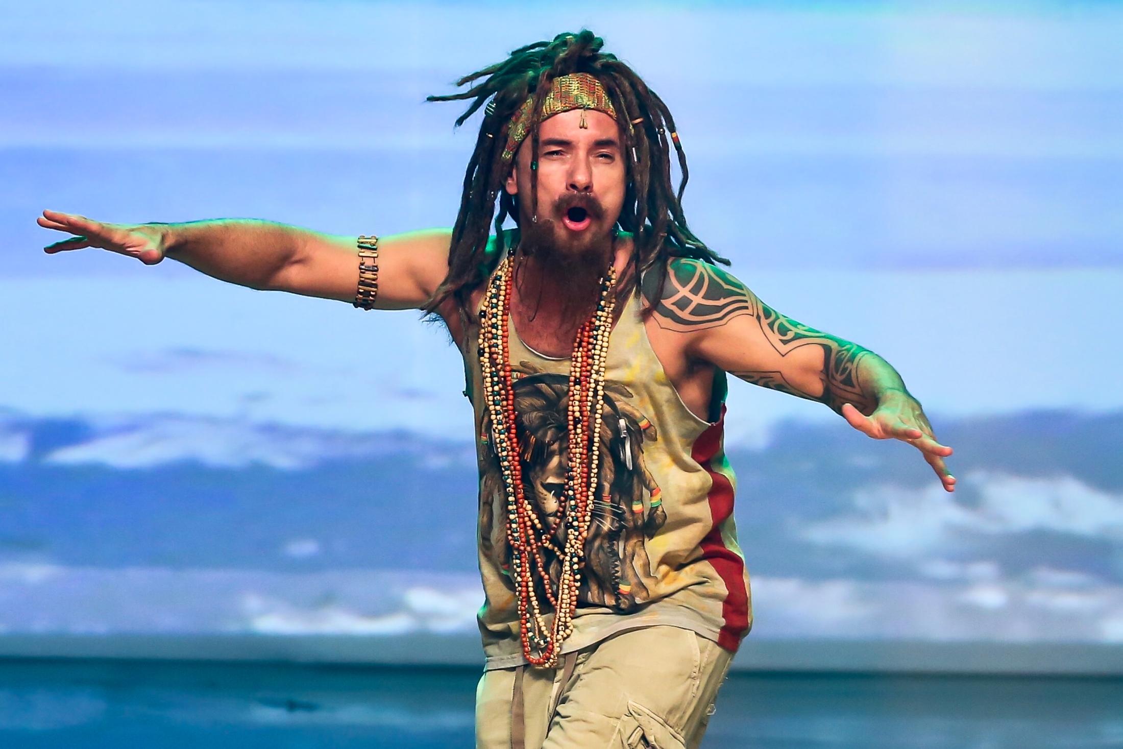 ADIADO: Novo espetáculo de Marco Luque