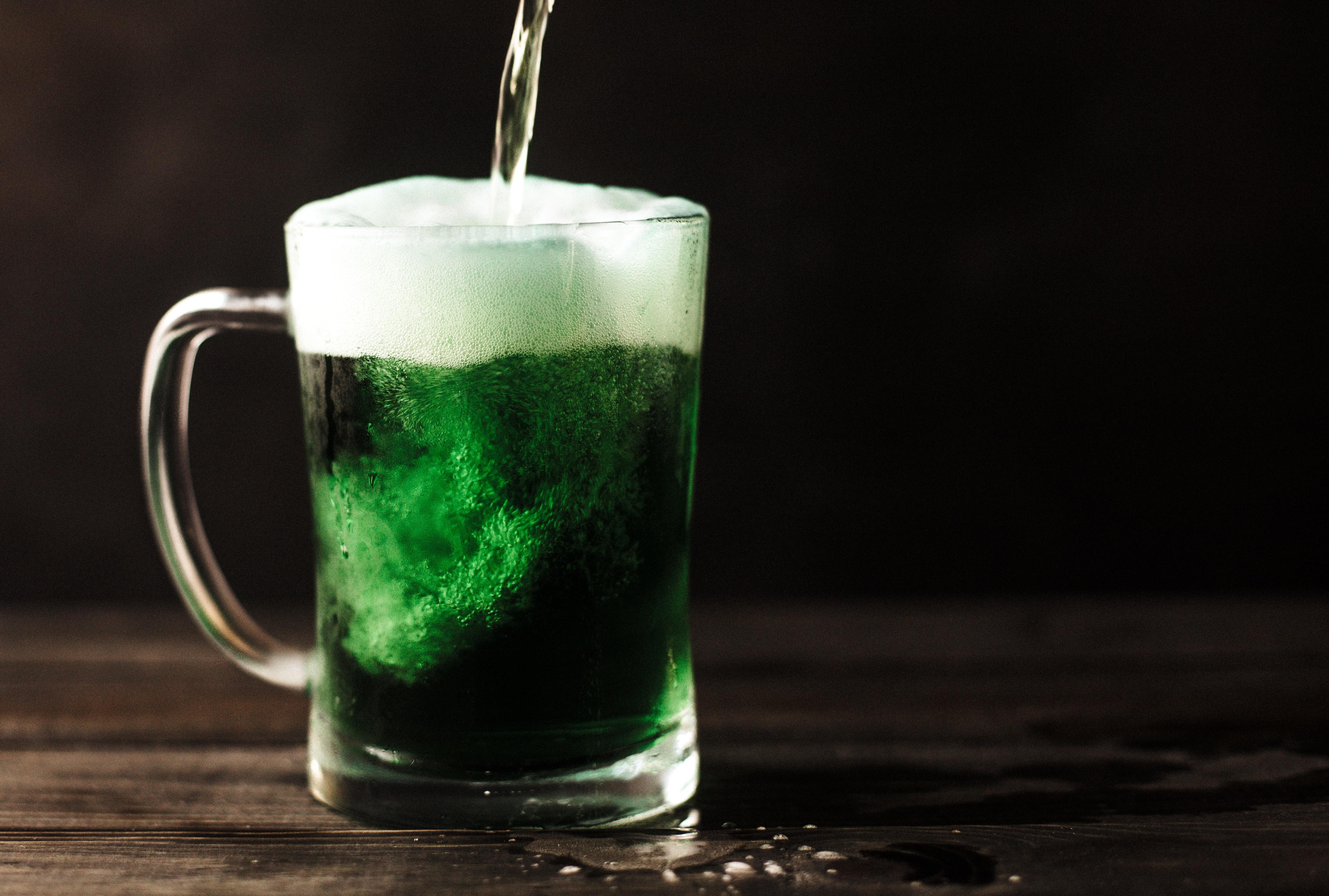 Mr. Hoppy Beer & Burger no clima do St. Patrick's